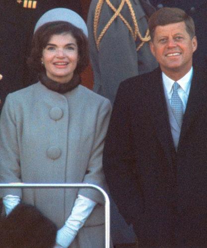 Para quem começou fazendo chapéus para mulheres e homens em 1957, a fama veio na forma do pillbox* que desenhou em 1961 para Jacqueline Kennedy usar na posse de seu marido