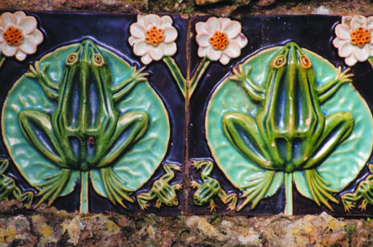 Cerâmica Bordallo Pinheiro com sapos