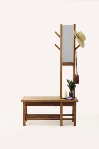 Novos Talentos Brasileiros – Design & Arte. Móvel ara a entrada da casa que é espelho e banquinho