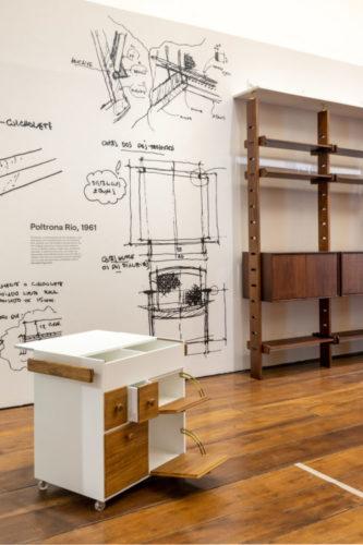 Croquis na parede em uma exposição sobre o mobiliario brasileiro, no Museu da Casa Brasileira
