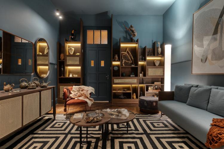Ambiente Gabinete da Colecionadora na mostra Modernos Eternos Bh, Ambiente todo pintado de azul