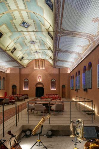 O auditório do Colégio Arnaldo, inaugurado em 1912 transformado em restaurante na mostra Modernos Eternos BH 21