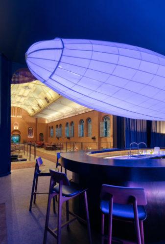 Bar no restaurante na mostra Modernos Eternos BH que esta no auditório do Colégio Arnaldo, inaugurado em 1912